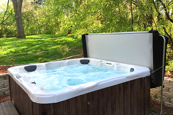 HOT-TUB-OPEN-ON-GREENERY